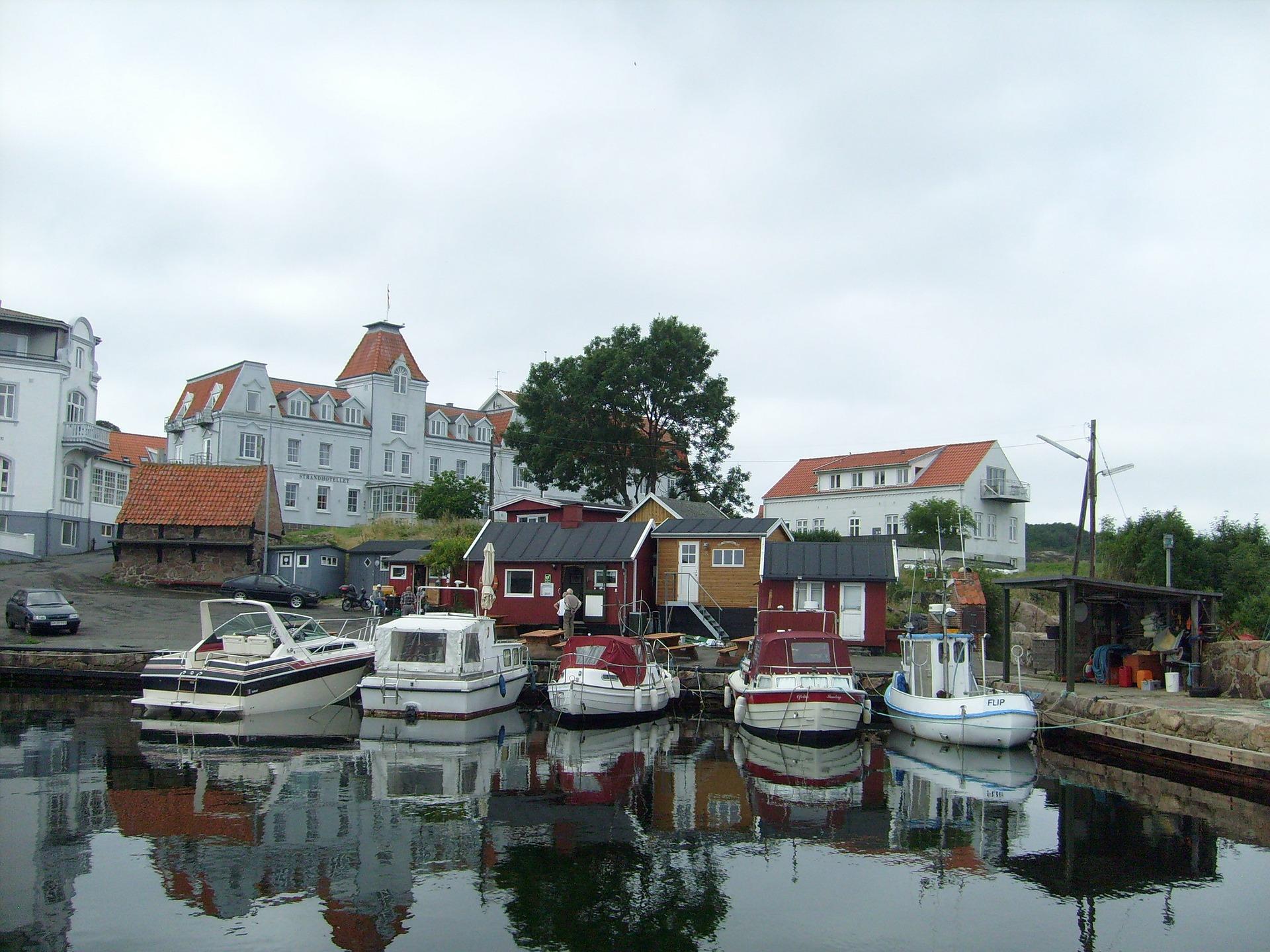 Bornholm er en dansk ø beliggende i Østersøen